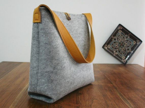 leather tote bag ,grey felt bag,shoulder bag handmade bag ,everyday bag ,casual bag , tote bag, CURVE model ,hobo bag