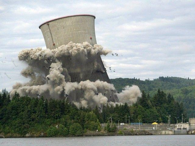 Centrales nucléaires : démantèlement impossible? (France, 2013, 1h07) de Bernard Nicolas : le défi du démantèlement des centrales nucléaires vieillissantes.