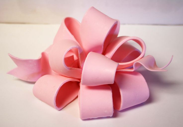 How to make a Poofy Bow. How to make a fondant bow. How to make a gum paste bow. Picture tutorial, cake decorating technique.
