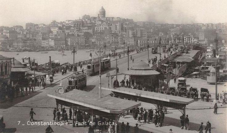 'Şu anın geçmiş zaman olmasını bekle. Ne denli mutluyduk anlayacaksın.' Susan Sontag F: 4. Galata Köprüsü, 1920ler #galata #köprüsü #istanlook