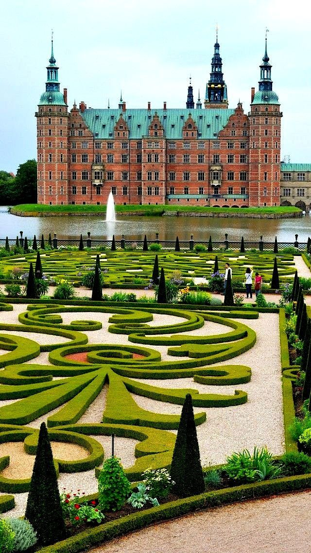 Frederiksborg Castle in Denmark | @GuessQuest collection - Explore the World with Travel Nerd Nici, one Country at a Time. http://TravelNerdNici.com