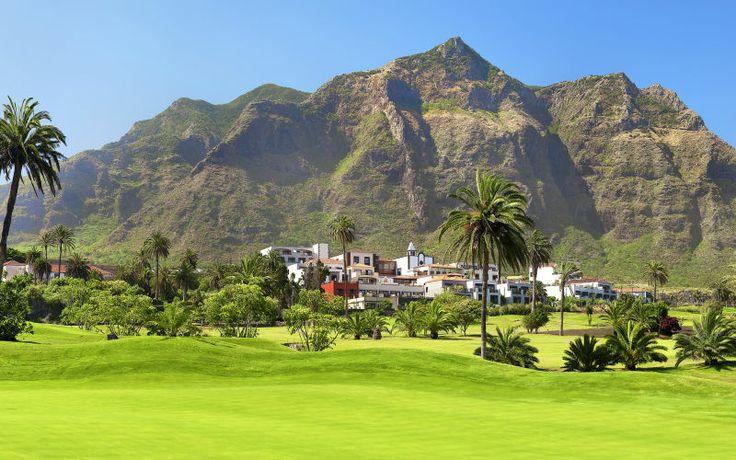 Yhdistä lomallasi mukavat päivät golfin parissa ja luksushotellin palvelut. Vincci Buenavistassa on luonnonkauniit puitteet vuorten ja meren läheisyydessä. Hotellialuetta ympäröi kaunis Buenavistan golfkenttä. Golfkierroksen jälkeen voit rentoutua allasalueella, jossa erillinen lastenallas sekä allasbaari. Hotellilla myös avara spa, jossa saa useita kauneushoitoja ja hierontaa. Huoneet ovat moderneja, tyylikkäästi sisustettuja kahden hengen huoneita, joissa tilava terassi…