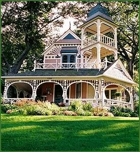 Victorian houses, beautiful wrap around porches, gorgeous landscaping...pure bliss!♥