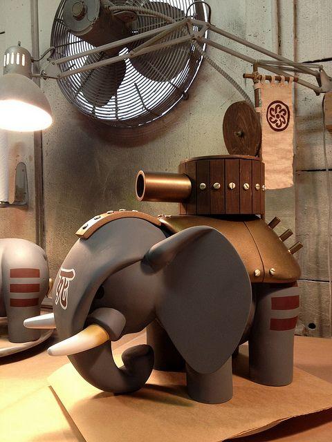 Elephant build par Huck Gee ! #ArtToy #VinylToy #DesignerToy