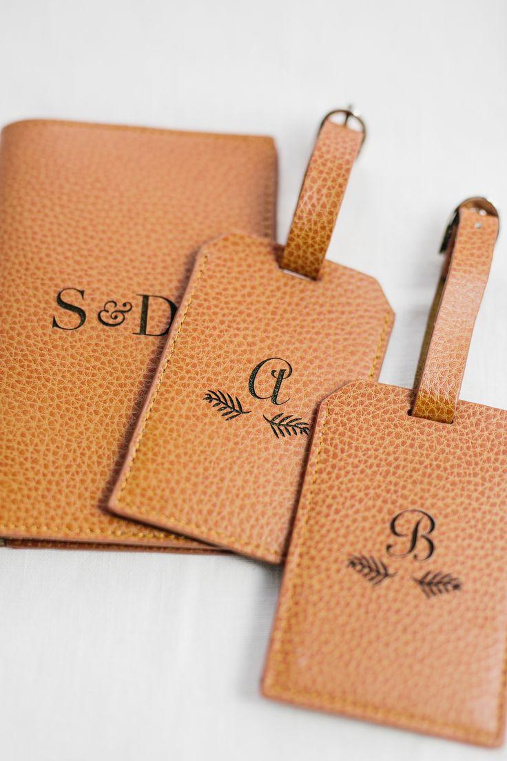 Reisepasshülle aus Leder mit Monogramm / leather passport holder with monogram