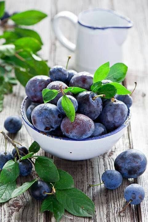 La vitamina A presente nella prugna fa bene  alle unghie, ai capelli e alla pelle, rallentandone l'invecchiamento.  #rimedinaturali