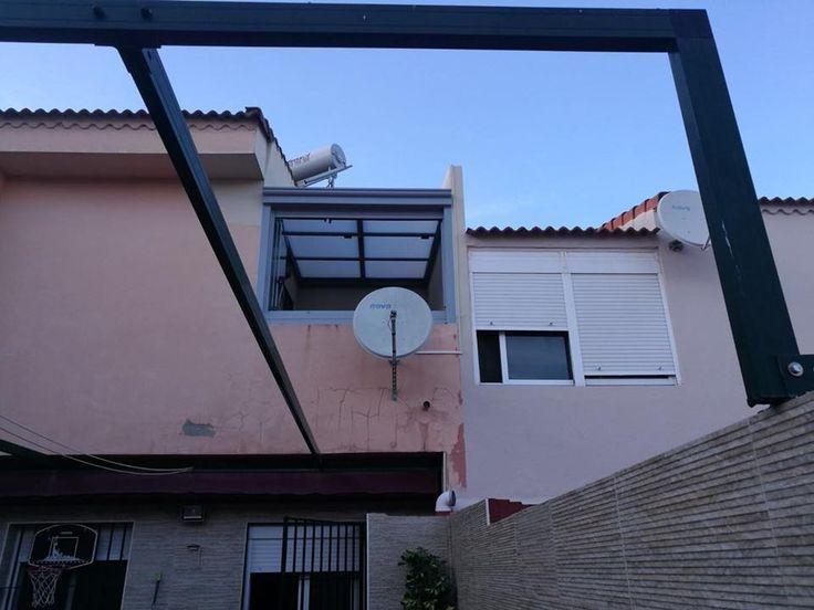 Instalación de cerramientos con cortinas de cristal y techos deslizantes de policarbonato. Calidad Espaluz ;) #cerramientos #arquitectura #ventanas #terrazas