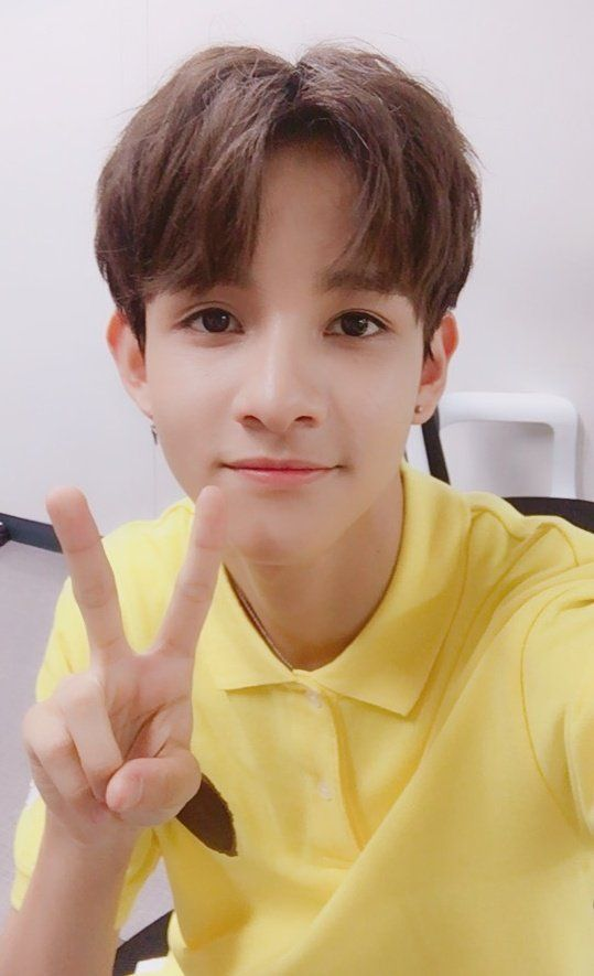 oof he looks so good in yellow