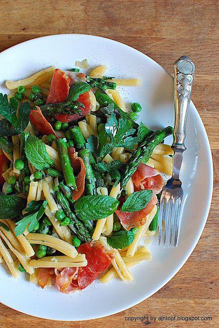 eintopf: makaron ze szparagami, zielonym groszkiem i szynką...
