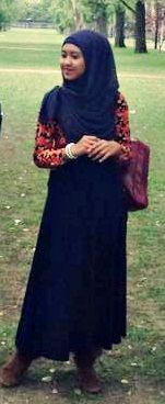 #ANU #Canberra #student #park #autumn #tree #moslem #fashion #Skirt #shirt #floral #hijab #boots