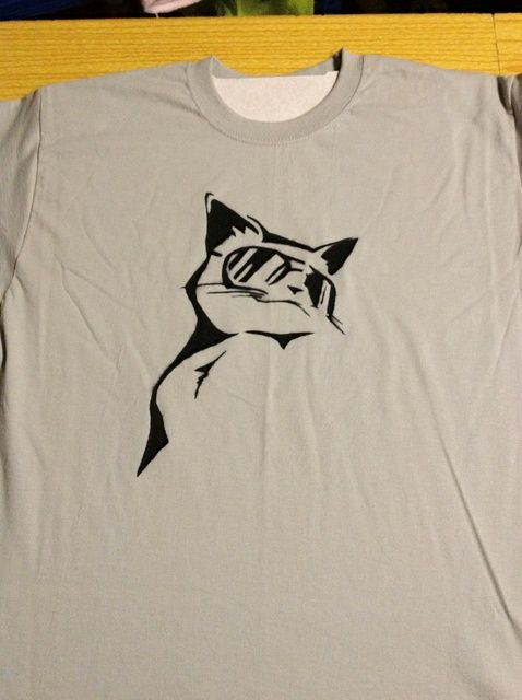 How to Make a Personalised T-Shirt With a Stencil