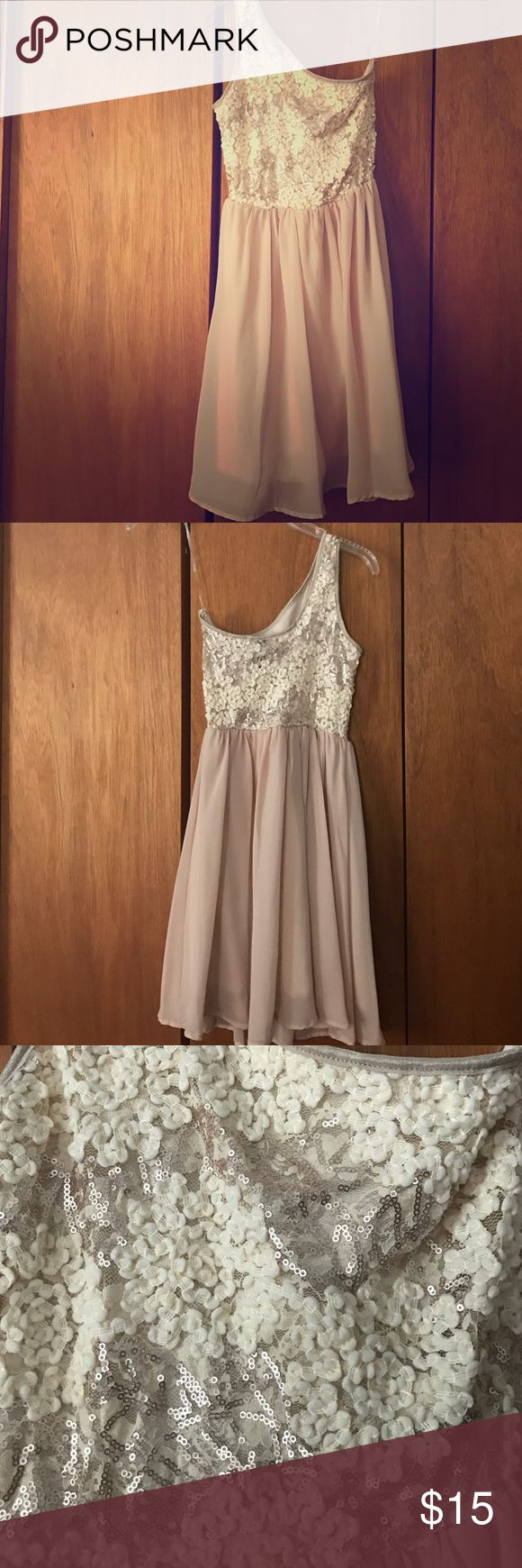 Champagne one strap dress One strap champagne colored dress with sequin. Never worn. Bought from an online boutique. Size small Dresses One Shoulder
