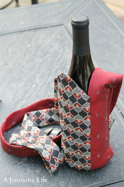 Portabottiglia in tessuto creato con il riciclo delle cravatte   Bottle holder made with upcycling men's ties • #tie #ties #DIY #recycle