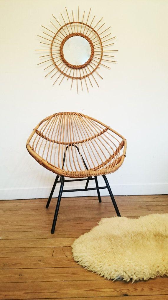 Fauteuil coquille en rotin vintage https://www.etsy.com/fr/listing/265672366/fauteuil-en-rotin-vintage-forme-rare