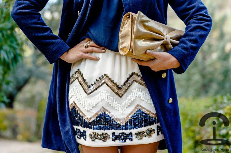 Elegant look - Crimenes de la Moda - Vestido fiesta - TFNC London - blue dress - vestido azul - lentejuelas - embellished - coat - abrigo - clutch - party look