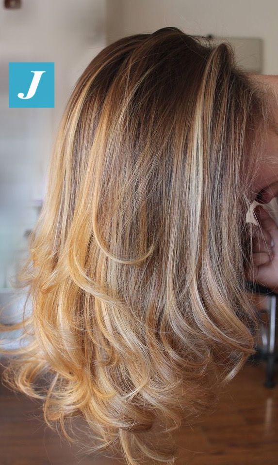 Una cascata di sfumature gold #cdj #degradejoelle #tagliopuntearia #degradé #igers #naturalshades #hair #hairstyle #haircolour #haircut #longhair #ootd #hairfashion