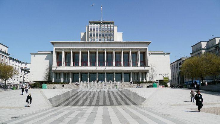 La mairie de Brest, sur la place de la Liberté. On voit là un excellent exemple…