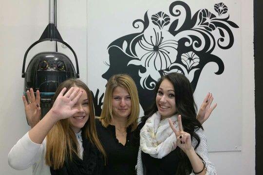 A szépségszalon hölgy alakulata, akik kedvességükkel és szakértelmükkel hoznak örömöt mindannyiunknak :) Zoltánunk, milyen szerencsés ;)  www.magdiszepsegszalon.hu/rolunk