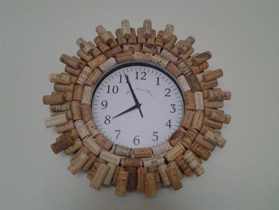 Horloge de bouchons en liège par CorkieKay sur Etsy