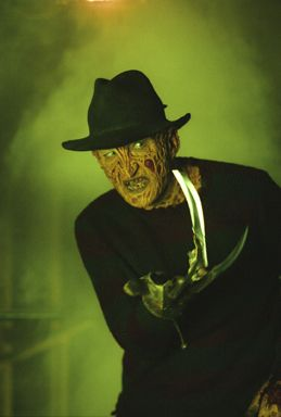 http://images2.fanpop.com/image/photos/9600000/Freddy-VS-Jason-horror-movies-9668795-259-384.jpg