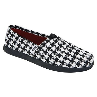 Houndstooth-print BOBS are classic and comfortable for girls! BOBS