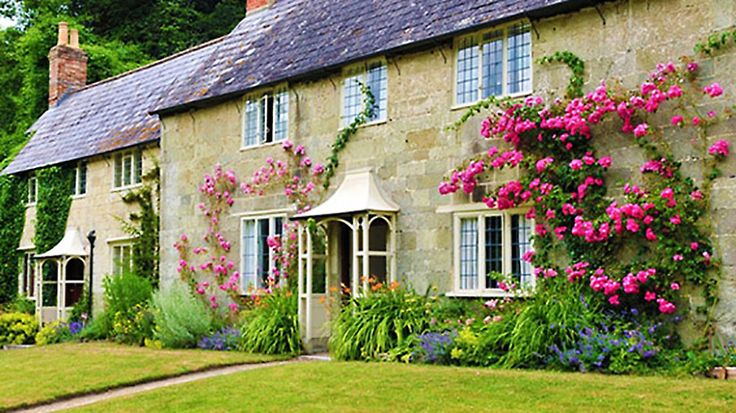 Start here to learn about pricing, costs, employees and more, when starting a bed and breakfast.