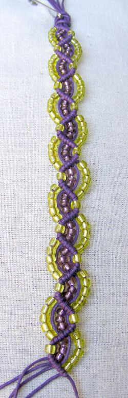 see this for help http://youtu.be/K0hnf72yufk Free jewelry tutorial (macrame), DIY - needs translation but pictures are helpful