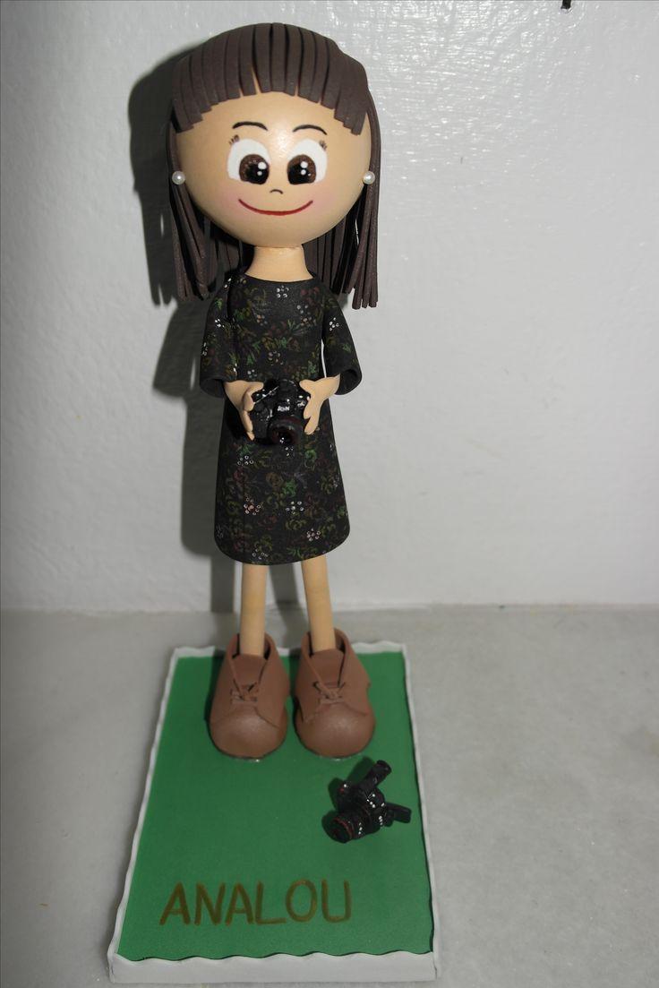Fofucha con vestido pintado a mano amante de la fotografía. Facebook: Las Creaciones de Irene