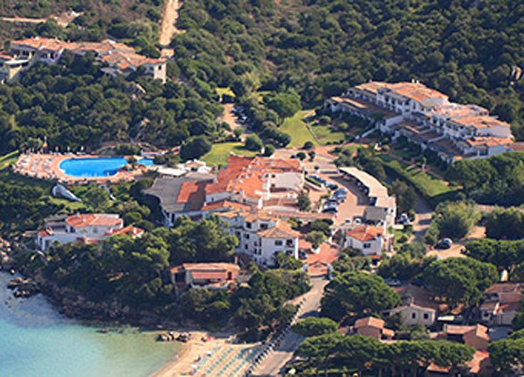 Avec Eboutic.ch vous passez à deux 7 nuits à l'hôtel La Bisaccia 4 étoiles en Sardaigne. Le prix de 1'999.- comprend la demi-pension l'accès à la piscine et les vols.  Vois ici ton deal de vacances: http://www.besoin-de-vacances.ch/deal-de-vacances-1-semaine-en-sardaigne-pour-2/