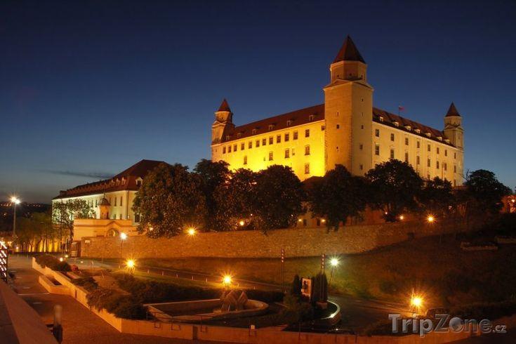 Fotka, Foto Bratislavský hrad v noci (Slovensko)