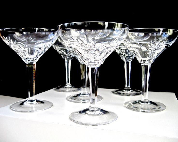 8 Oz Crystal Cut Wine Glasses on a Short Stem Classic Wine Goblets 6 Piece Set