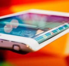 Tempi di grandi investimenti per Samsung nel campo della produzione di display OLED flessibili. Con soli 3.6 miliardi di dollari infatti verrà costruito un nuovo impianto per la produzione di questo tipo di schermi di piccole e grandi dimensioni (smartphone e tablet?).