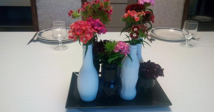 Prepara tus centros de mesa con botellas reutilizadas