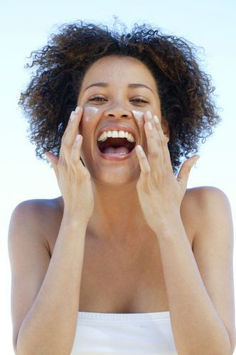 The 5 best facial sunscreens for dark skin women that won't leave that nasty white residue behind!