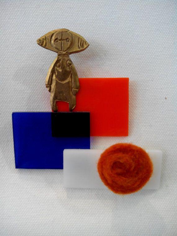 Brooch. Little allien figurine. Bronze, perspex, felt wool.