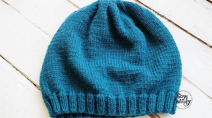 Un patrón sencillo, tejido con agujas y lana que todos tenemos, para principiantes: gorro hipster-slouchy (caído) en dos agujas (rectas, no circulares), paso a paso.
