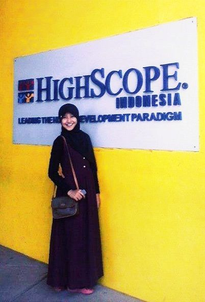 The latest from HighScope Indonesia  #longdress #lovely #Simplicity #hijaab #girl #like #brown #black #combination #muslim #Asian #Indonesian