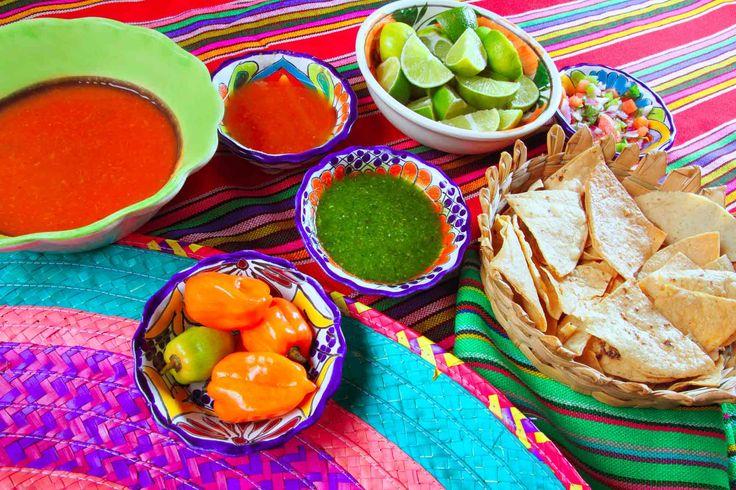 Comida Messicana: chili sauces, nachos & lemond #messico #mexico #food #chili #nachos #cuisine #cooking #cookery #gastonomy #cibo