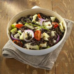 Salade met een fris appeltje en linzen (liever geen feta? Tonijn kan ook)
