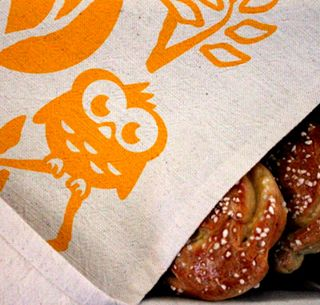 Pisama Designin Headwing -keittiöpyyhe ilahduttaa nuoren paketissa! Ihana kattausidea myös tarjoilupöytään! - Astubutiikkiin.fi