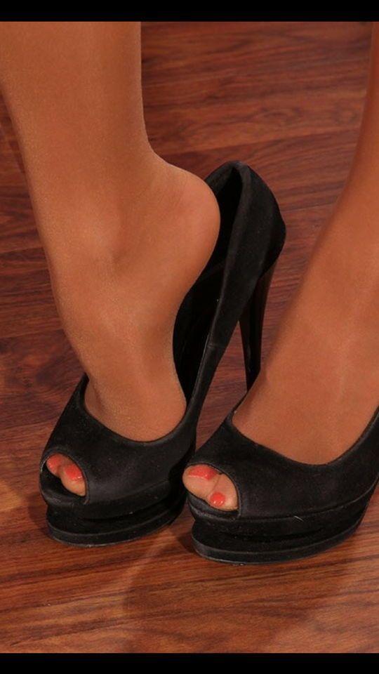 pantyhose-peep-toe-shoes-asian-girl