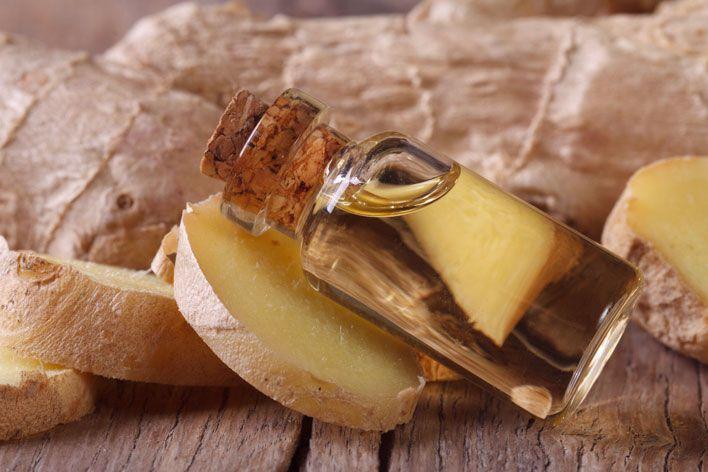 Dzięki silnym właściwościom leczniczym, olejek imbirowy od wieków wykorzystywany jest w indyjskiej kuchni oraz chińskiej medycynie. Co więcej, imbirowi przypisuje się właściwości magiczne. Jakie zalety posiada olejek imbirowy?