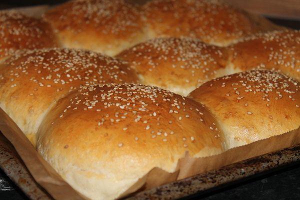 Das Rezept für Hamburger Brötchen Selber Machen & andere Rezepte zum Selbermachen inklusive Schritt für Schritt Anleitungen und Bildern bei selber-machen-selbstgemacht.de