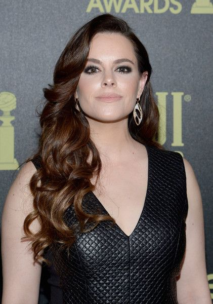 Emily Hampshire Long Curls - Emily Hampshire parted her hair with sweeping bangs and long, flowing curls.