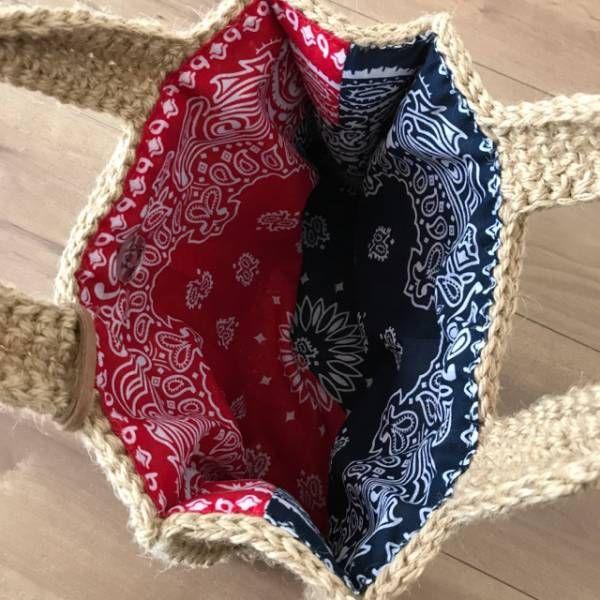 間髪入れずに次の作品のご紹介です。  前に編んだ往復編みのバッグを麻ひもで作ってみました。   内袋はバンダナで作ってます。   色違いの赤ボーダー    青ボーダー    この往復編みのバッグの作り方はこちらからどうぞ。  今回の往復編みのバッグはサイズと持ち手の編み方が違いま...
