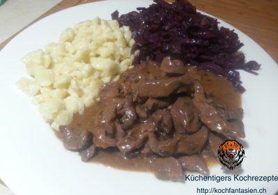 Hirschgeschnetzeltes mit Knöpfle und Rotkohl – Küchentigers Rezepte Blog