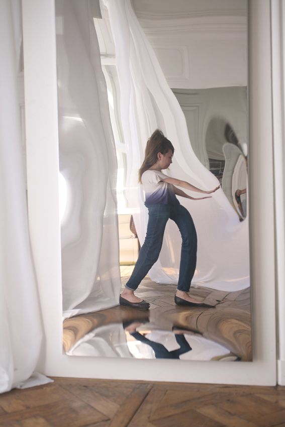 Flat distorting mirror. Miroir déformant plat. Design julien Vidame. Carnival mirror. Distortion mirror. VIDAME CREATION.