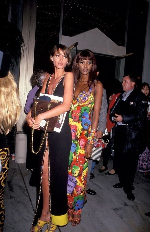 Christy Turlington & Naomi Campbell 90s fashion style streetstyle model-off-duty