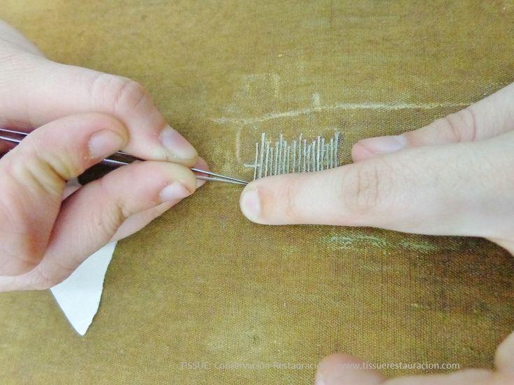 Puentes de hilo para reparar una rotura en  soporte de pintura sobre tela www.tissuerestauracion.com