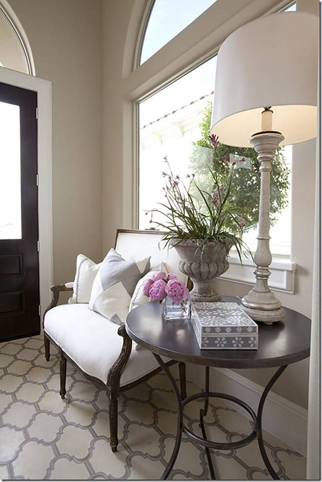 This foyer space is elegant yet still approachable. Although some might find the palette a bit cool, I like the reserved tonal scheme with small hits of colour coming from the plants and cut flowers. If you're going to dare to use white upholstery, why not on a item which will see little use like this bench.